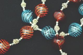 IC03 (01) Колье Дольче Вита с 7 филигранными бусинами 3 цвета муранское стекло